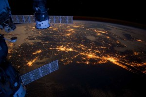 夜の地球 国際宇宙ステーションより