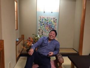 加賀にて 片岡鶴太郎さんん作品をバックに