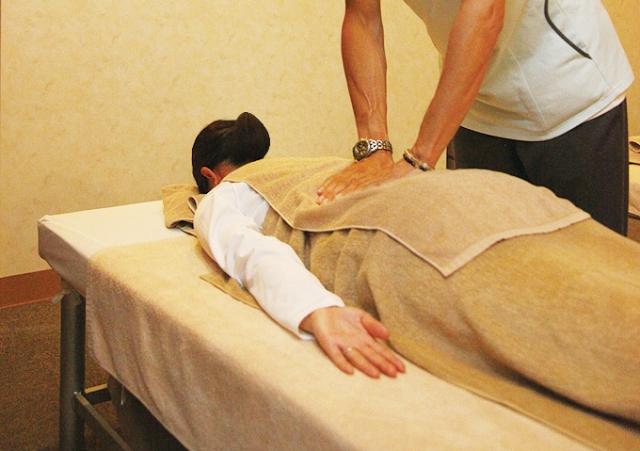 体のゆがみを改善する骨盤矯正